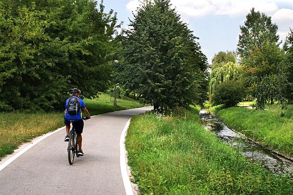Camping und Radtouren an Flüssen (Foto: Grzegorz Skibka auf Pixabay)