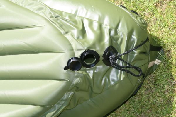 Das sogenannte Lenzventil über das Wasser im inneren des Kajaks entfernt werden kann.